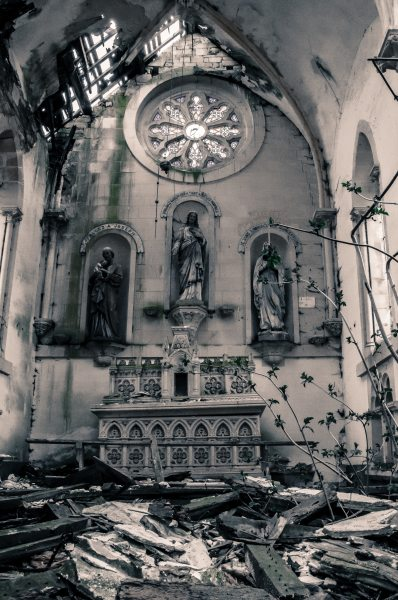church-abandoned-64768